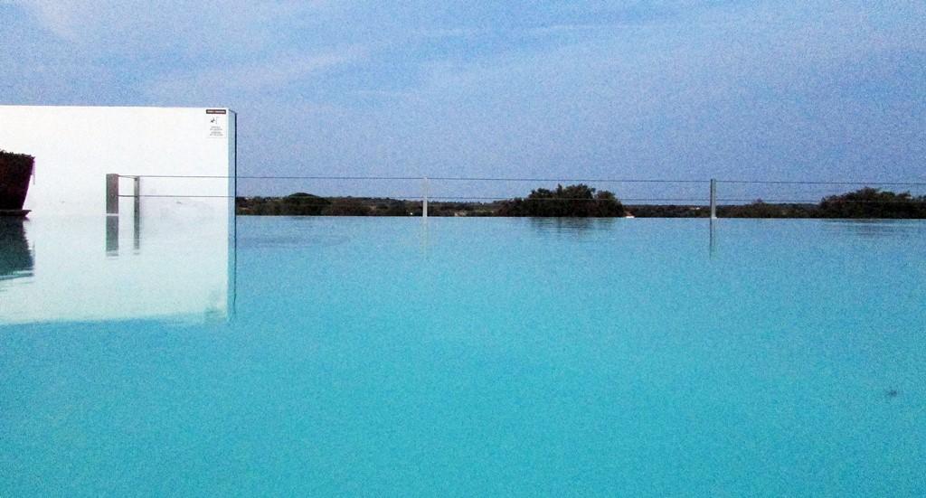 ecorkhotel piscine debordement