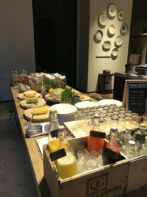 buffet fruit et jus detox petit dejeuner