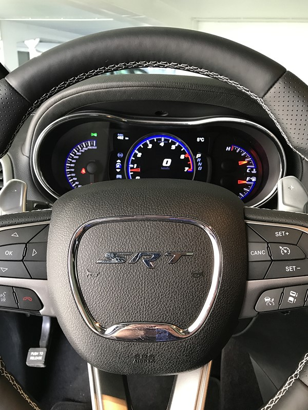 jeep grand cherokee srt volant