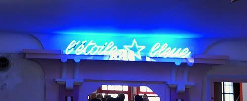 etoile bleue - neon du bar