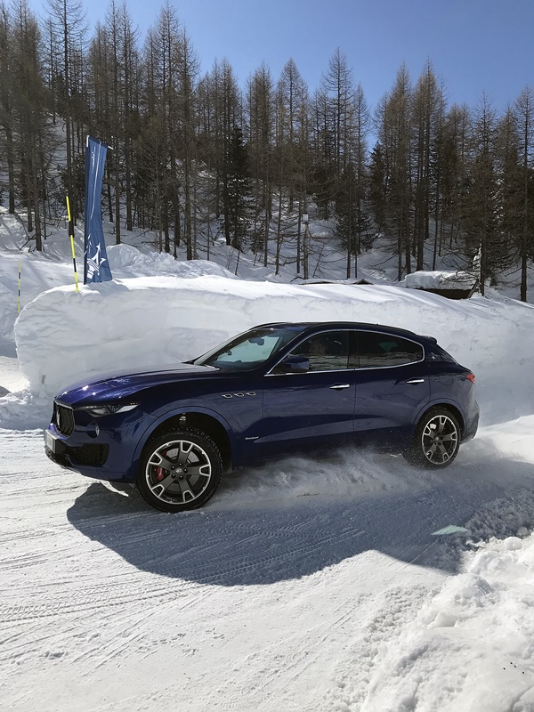 maserati levante SQ4 - ice driving cervinia