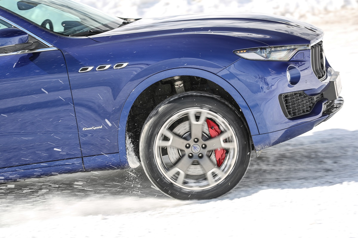maserati levante gros plan roue - ice driving cervinia