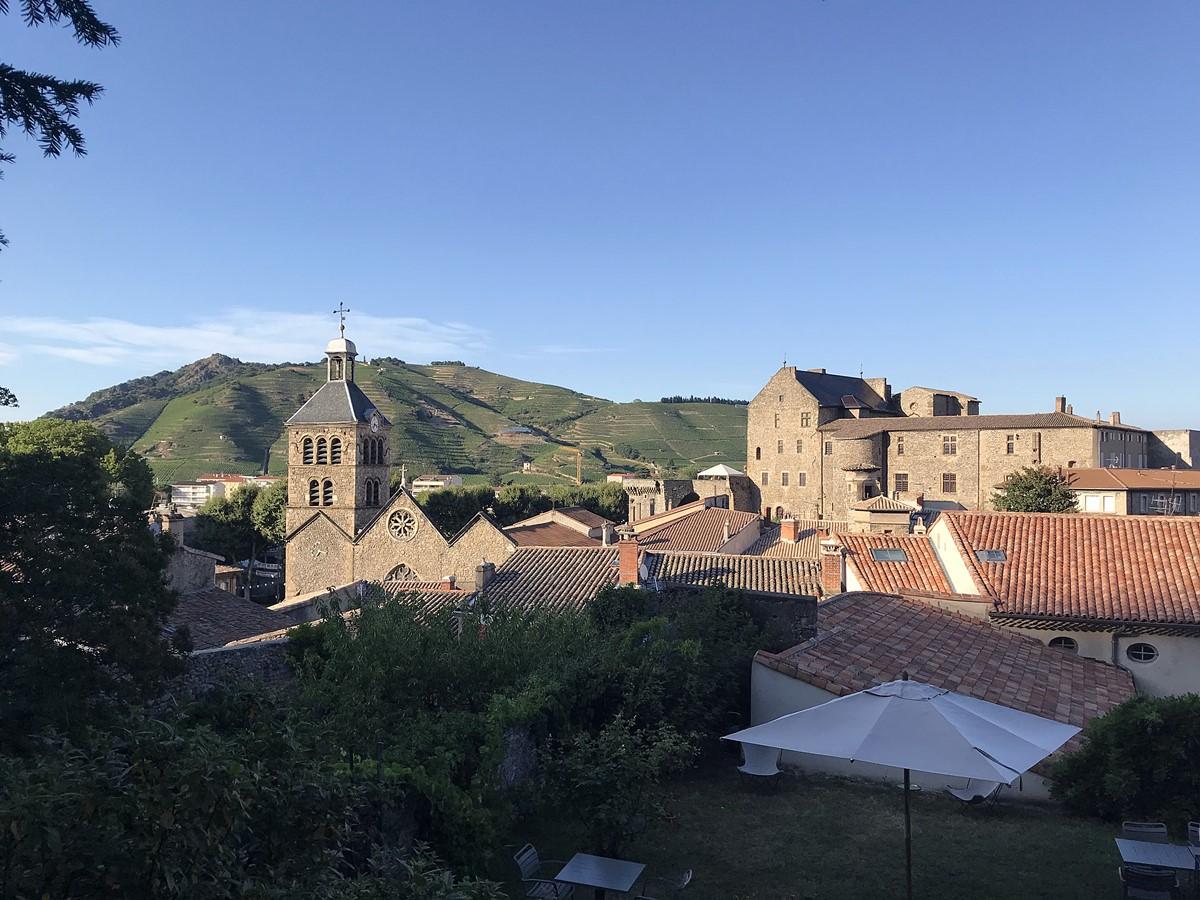 hotel de la villeon - vue sur colline hermitage et chateau de tournon